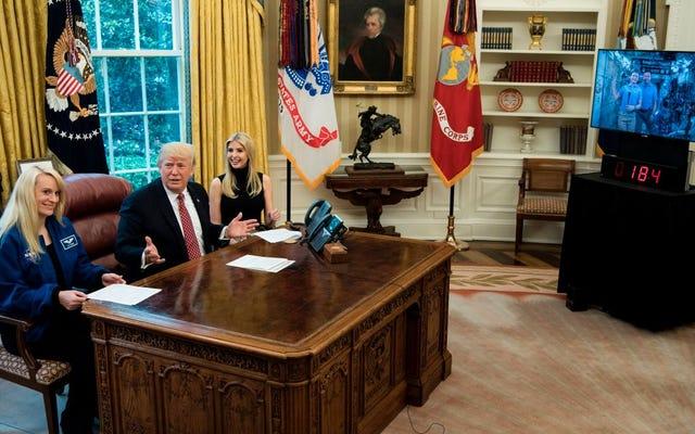 ピーピー大統領が宇宙飛行士と尿を話す