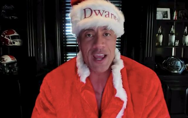 """John Krasinski fait revivre de bonnes nouvelles avec Dwayne """"Dwanta Claus"""" Johnson"""