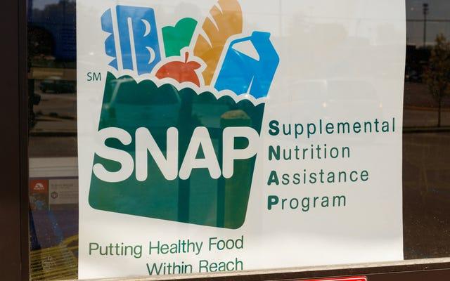 ट्रम्प प्रशासन वास्तव में गरीब लोगों के मुंह से भोजन लेना चाहता है