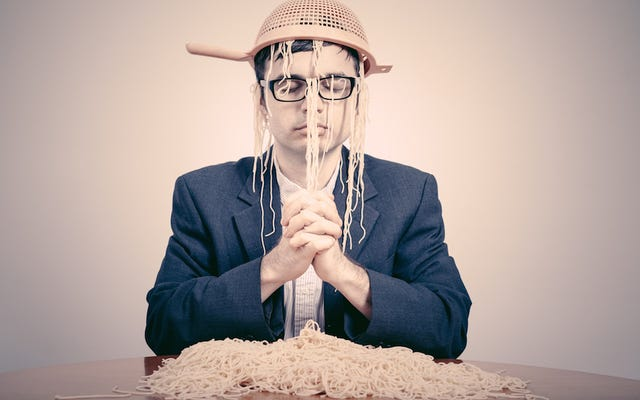 A preso se le niega el derecho a usar disfraz de pirata, adora al monstruo de espagueti volador