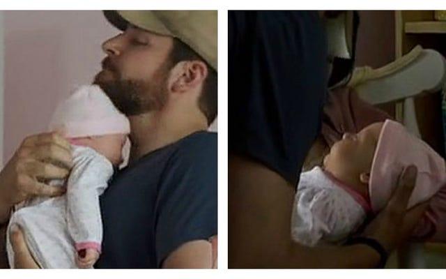 अमेरिकन स्निपर शिशुओं के लिए अवास्तविक सौंदर्य मानकों को बढ़ावा देता है