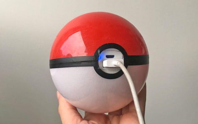 Il caricabatterie USB Pokeball ti assicura di poterli catturare tutti senza che il tuo telefono muoia