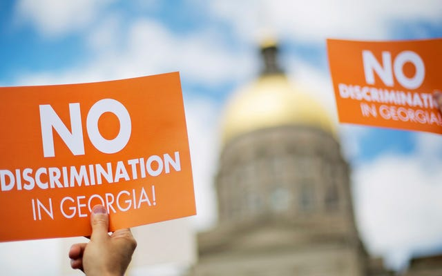 ジョージア州上院が養子縁組機関がLGBTQカップルを拒否することを許可することに投票
