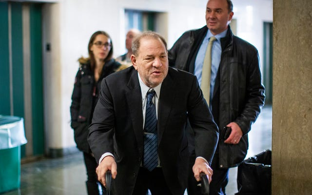 Nhân chứng trong Phiên tòa xét xử Weinstein: 'Tôi muốn Ban giám khảo biết rằng anh ta là kẻ hiếp dâm tôi'