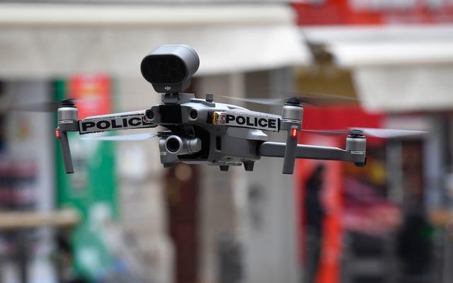 素晴らしい、今警察は自動ドローンを使用しています