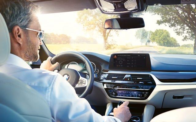 Скоро вы сможете кричать на Amazon Alexa в своем BMW 2018 года