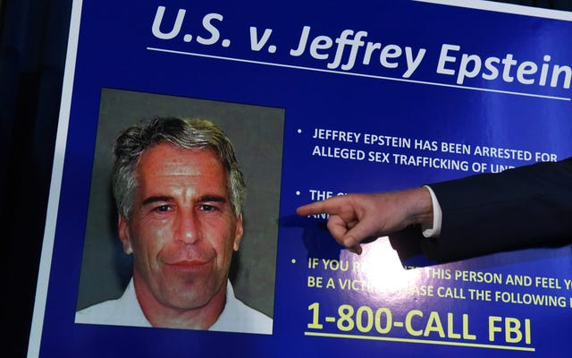 รายงานของ MIT พบว่า Jeffrey Epstein บริจาคเงิน 850,000 เหรียญสหรัฐให้กับ MIT Media Lab ศาสตราจารย์ Seth Lloyd