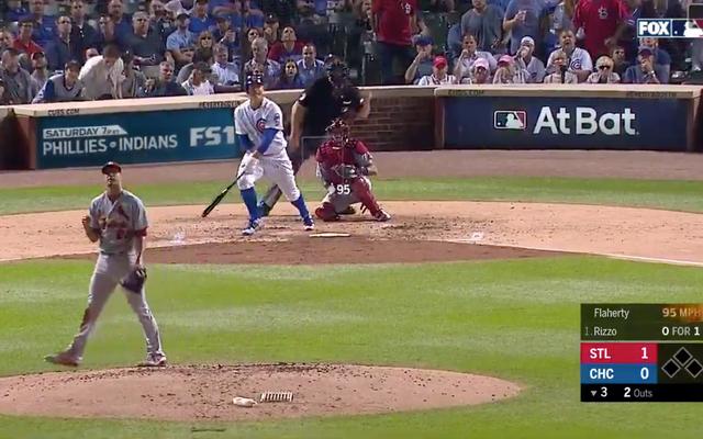 Anthony Rizzo se dirige vers le thème Undertaker, écrase le home run dans le retour surprise de la programmation des Cubs