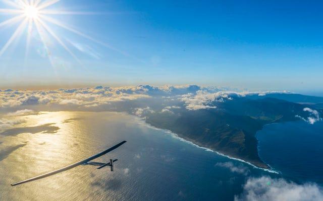 ソーラーインパルスパイロットは、1日ノンストップで飛行した後、素晴らしい気分になります