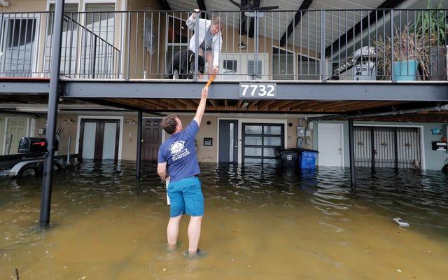 Cristobal approda come una tempesta tropicale, portando inondazioni e tornado sulla costa del Golfo