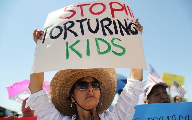 15歳の少女が、国境警備隊のエージェントがアリゾナキャンプで性的暴行を加えたと言います