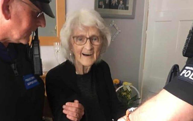 死にゆく願いとしてスラマーに投げ込まれようとしたこの93歳の女性に感謝します