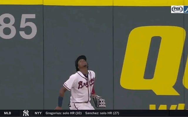 ロナルド・アクーニャ・ジュニアが中指に重力を与え、ロブス本塁打