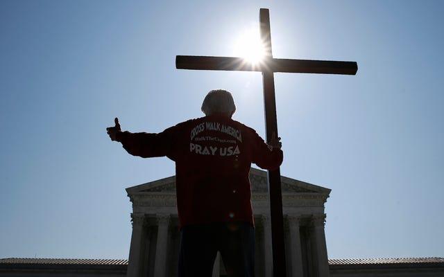 最高裁判所はおそらく、社会福祉団体に同性の里親を差別させようとしている