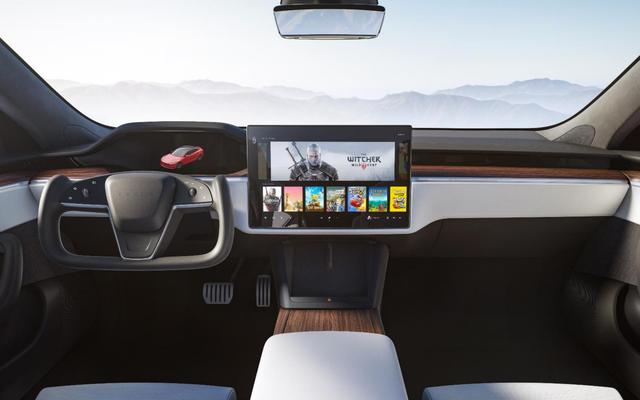 El renovado Model S de Tesla promete hasta 520 millas de alcance y un volante realmente malo