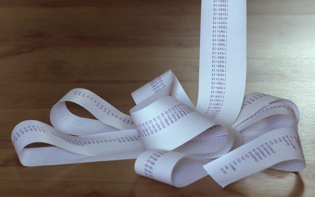 La donna esce dal CVS con una ricevuta lunga quasi 6 piedi per 3 articoli