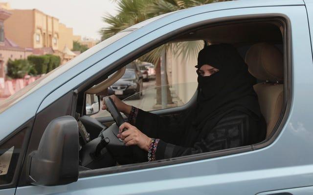 Bazı Pislikler Suudi Kadın Sürücülere Saldırmakla Tehdit Ettiğinden Tutuklandı: Rapor