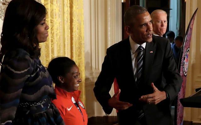 米国の女性の体操チームはホワイトハウスでオタク