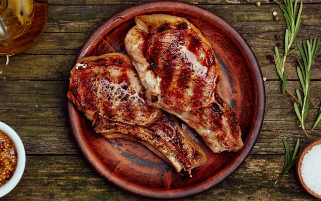 Vous devriez en fait reposer de la viande cuite sous vide