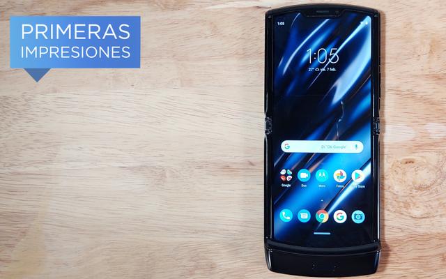 Motorola Razrは、理にかなっている最初の折りたたみ式電話ですが、...それで十分でしょうか?