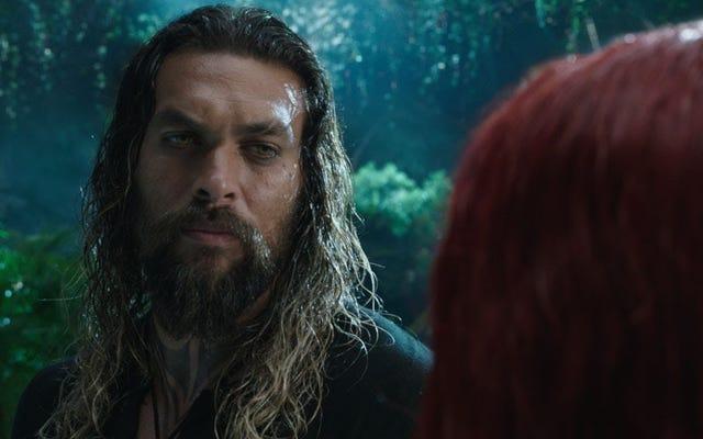 Jason Momoa mengenakan warna hijau dan oranye di footage baru Aquaman