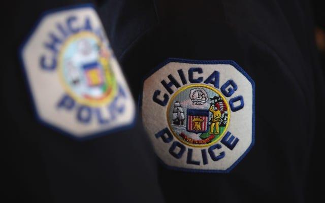 シカゴの警官は、黒人の十代の若者たちでいっぱいの車に撃ち込むために5年を取得します