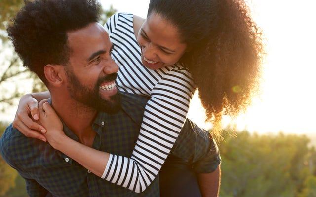 Tucker Carlson và Chill: Những người bảo thủ da trắng ở DC không thể hẹn hò, nhưng người da đen vẫn làm tốt