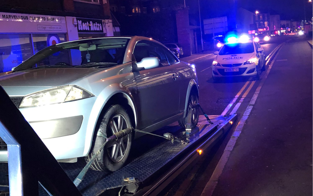 La policía confisca el auto nuevo del hombre 30 segundos después de que lo compró
