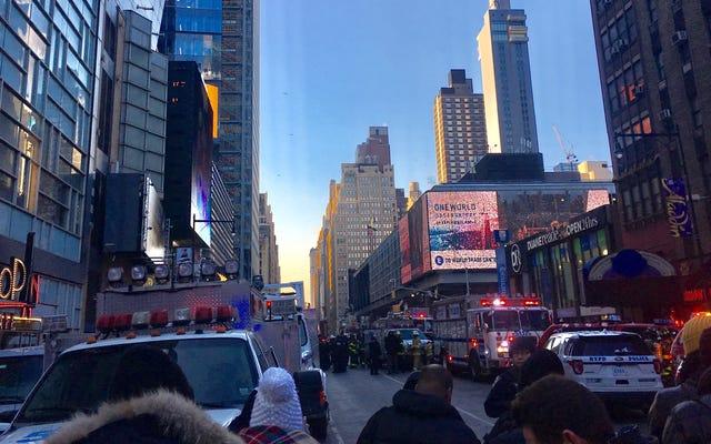 ニューヨーク市長のバスターミナルでの爆発、「パイプ爆弾のように見える」、ニューヨーク市警は言う(更新:拘留中の1人、負傷者4人)