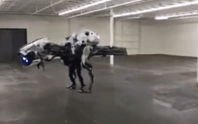 ロボット恐竜のコスプレはE3のスターの1つでした