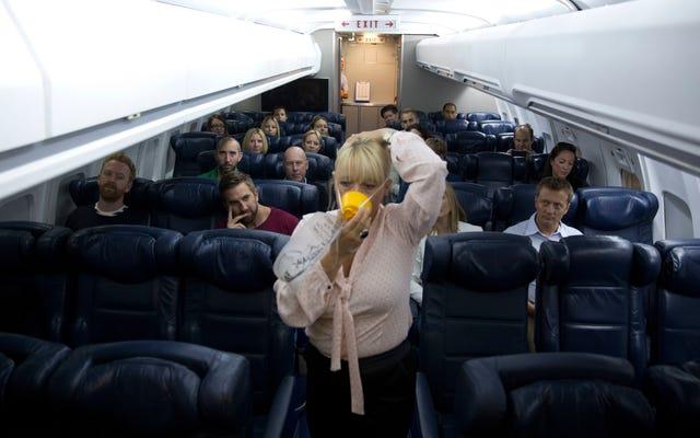Напоминание: кислородная маска должна закрывать рот и нос
