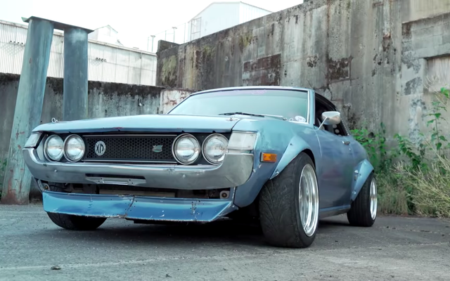Chiếc xe trượt tuyệt vời nhất của Mỹ là Toyota Celica đời 1973 được hoán đổi động cơ