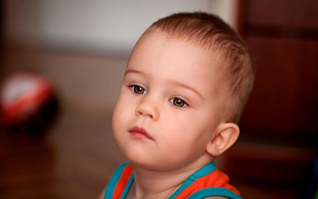 I genitori non possono dire se la pandemia ha inibito le abilità sociali del bambino o se sta solo prendendo dopo papà