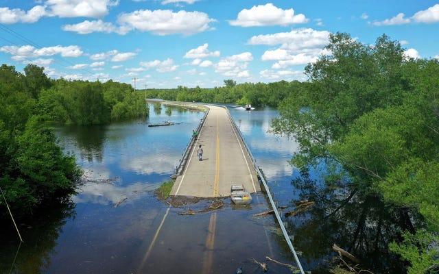 Nunca intente atravesar una inundación