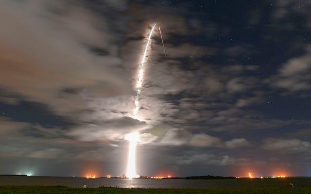 Nowe badania sugerują, że zaciemnione satelity SpaceX mogą nadal zakłócać astronomię