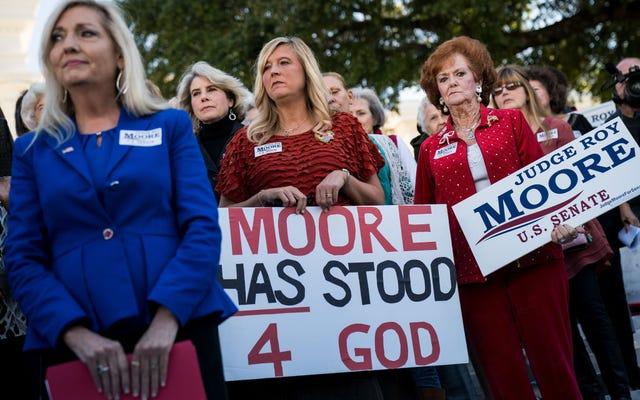 南部の人々は何をすべきかを言われるのが好きではないので、ロイ・ムーアはアラバマの上院議席を獲得するでしょう