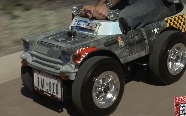 世界最小のロードワースカーはバービージープのサイズです