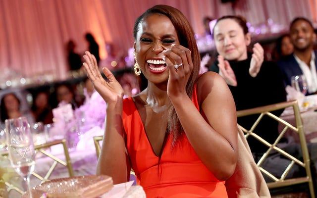 イッサ・レイはSNLの最初の黒人女性のホストになることについて冗談を言った、そして聴衆は彼女を信じた????