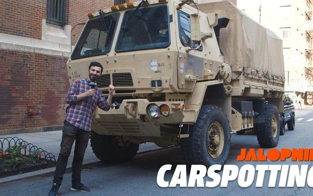 Une vraie voiture de New York est un camion militaire de deux tonnes et demie