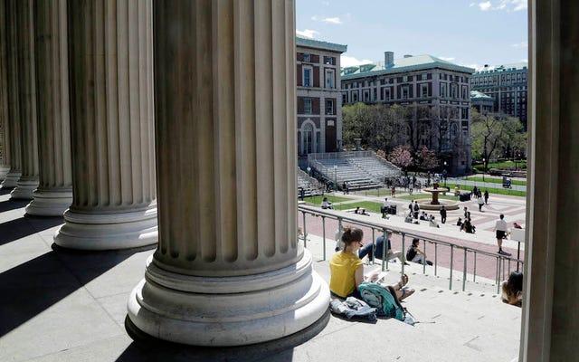 コロンビア大学は、今や有名なマットレスプロジェクトに拍車をかけた告発された強姦犯と和解する