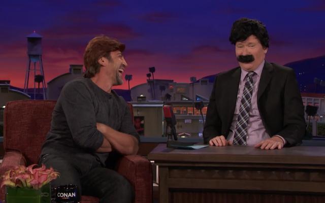 Der furchterregende Trottel Javier Bardem gibt Conan hässliche Lektionen (und eine Perücke)