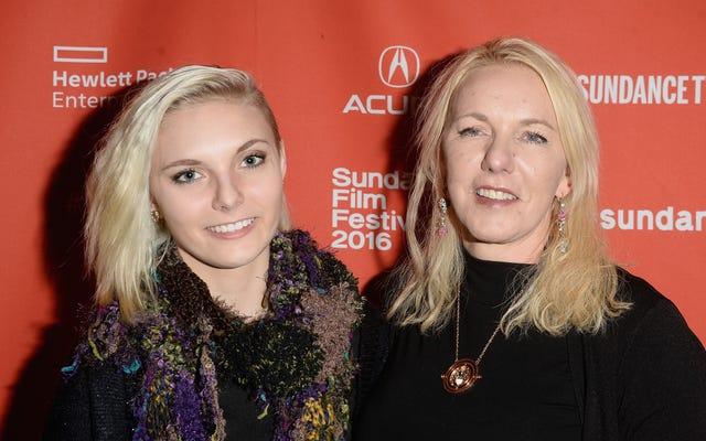 オードリーとデイジーのデイジー・コールマンの母親であるメリンダ・コールマンは、娘の4か月後に自殺した。