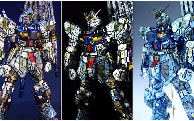 El trabajo de pintura personalizado de Gundam parece un vitral