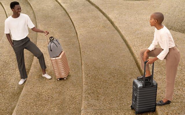 Away Goes Full Millennial с чемоданами лимитированной серии из розового золота и серого космоса
