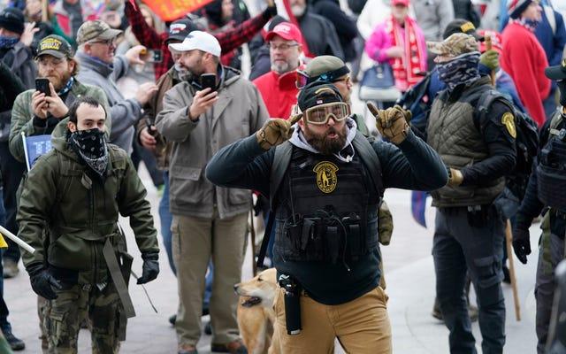 国会議事堂で暴動を起こした警官は、法執行機関を激しく攻撃することを正当化するために「法と秩序」を放棄しました