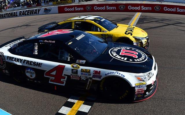 Kevin Harvick จาก NASCAR ชนะ 4 นิ้วในการถ่ายภาพแบบ Full-Contact ที่บ้าคลั่ง
