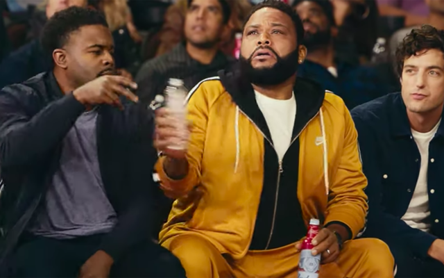Nowa reklama Budweisera przypomina nam o piciu wody między piwami