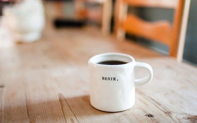 あなたの体が朝に非協力的であるときに目を覚ます方法