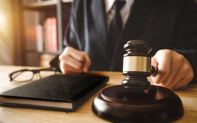 पेन। न्यायाधीश ने अपने दुर्व्यवहार परीक्षण से पहले उस दिन इस्तीफा दे दिया जिसमें कथित जातिवादी टिप्पणियां थीं जो शुरू करने के लिए तैयार थीं