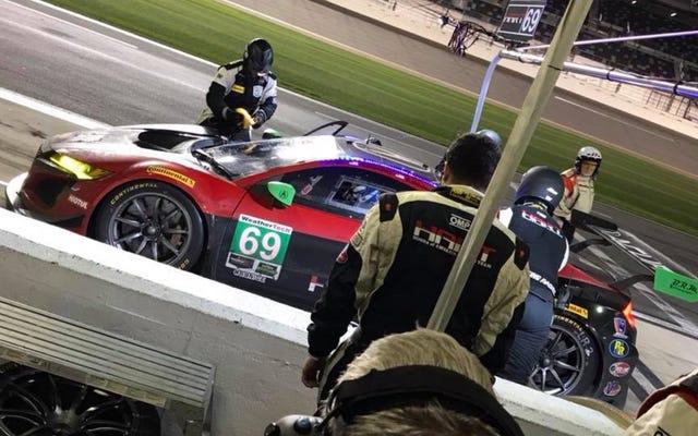 Comment un groupe d'employés bénévoles de Honda travaillant après les heures de travail ont couru un NSX à Daytona